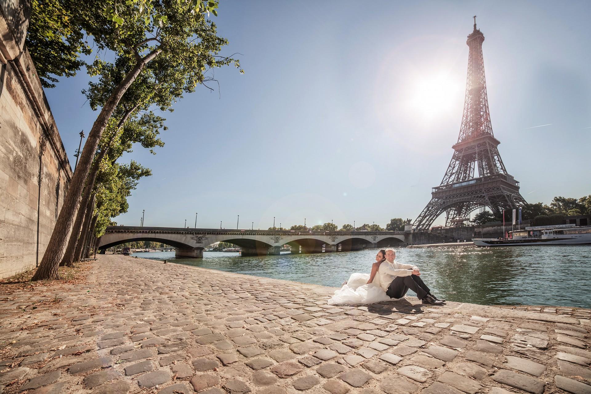 Hochzeitsfotoshooting in Paris am Ufer der Seine