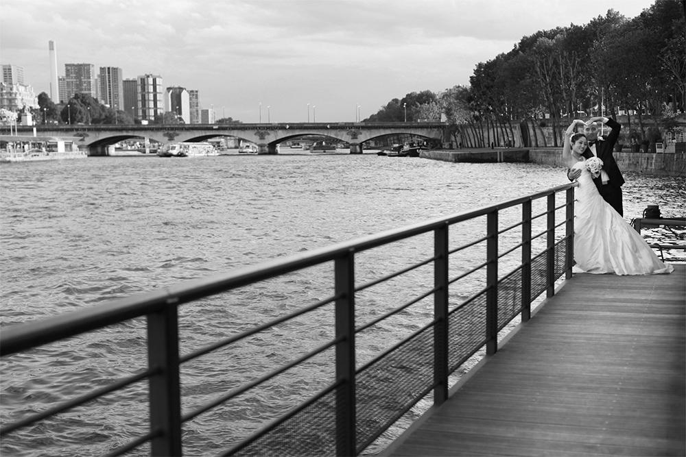 Hochzeits Fotoshooting auf einem Boot in Paris