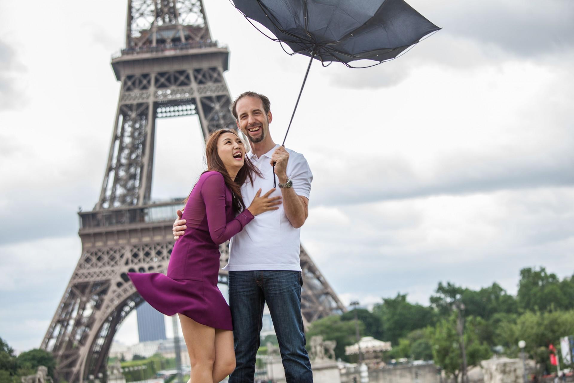 Katalog Fotoshooting Liebespaar am Eiffelturm