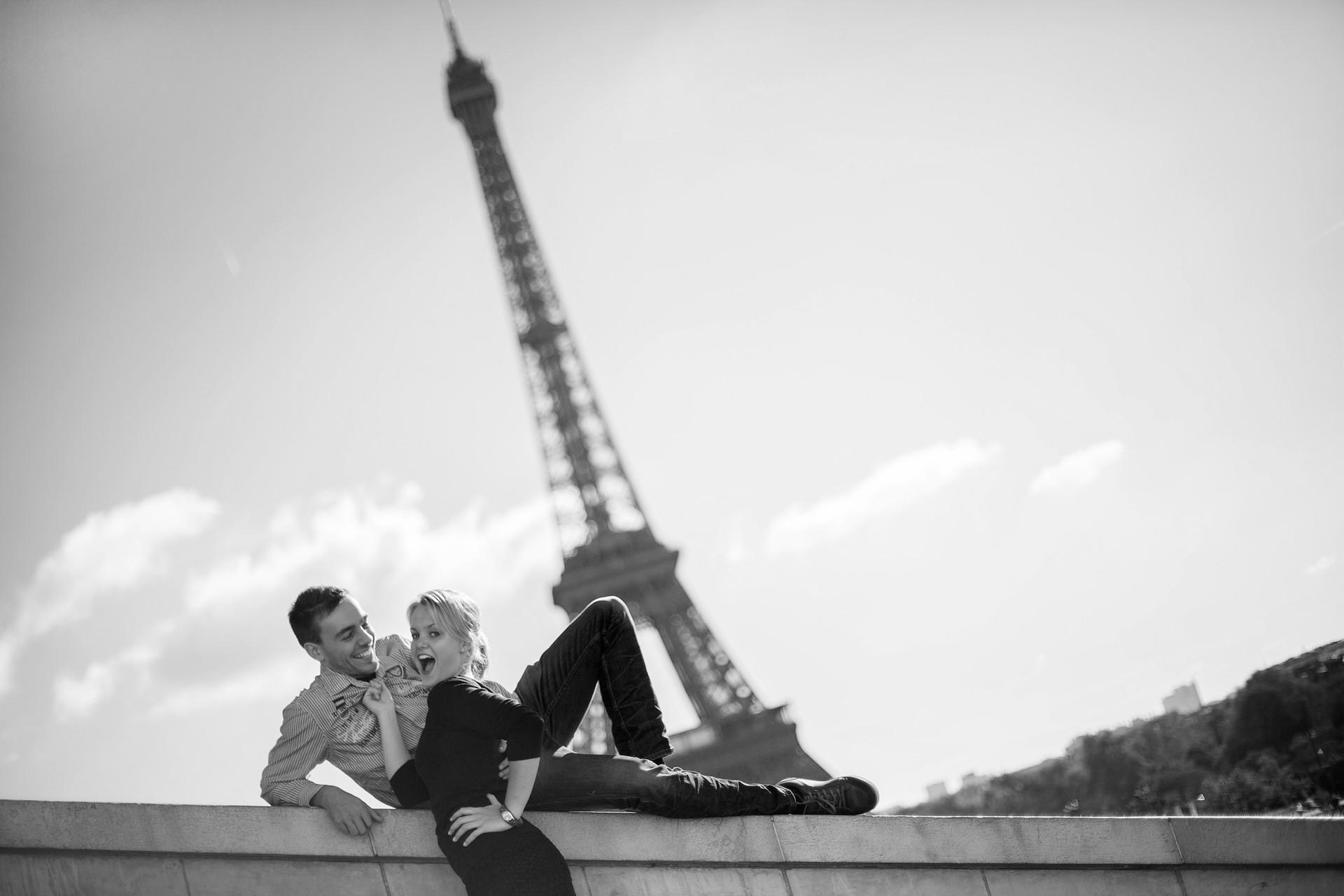 Eiffelturm als tolles Fotomotiv für Paare