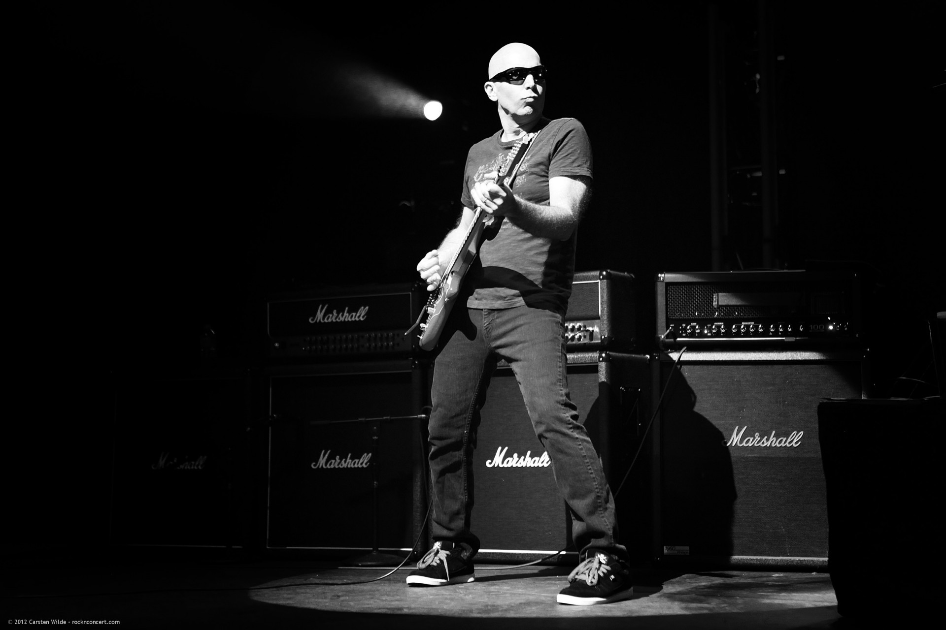 Joe Satriani bei einem privat Konzert in Paris