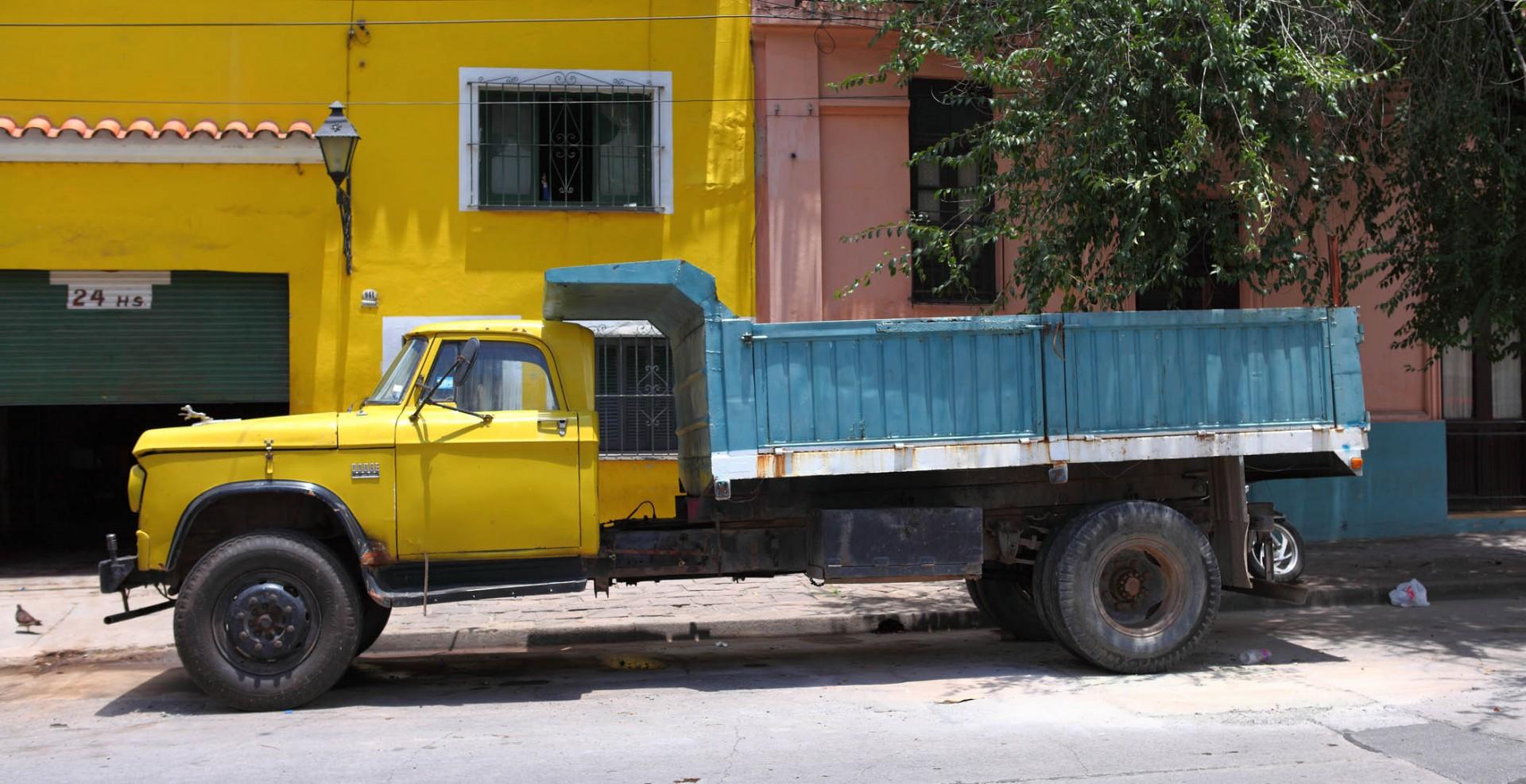 Reportage-Fotograf-in-Paris-Reportage-Fotografie-truck-in-argentinien