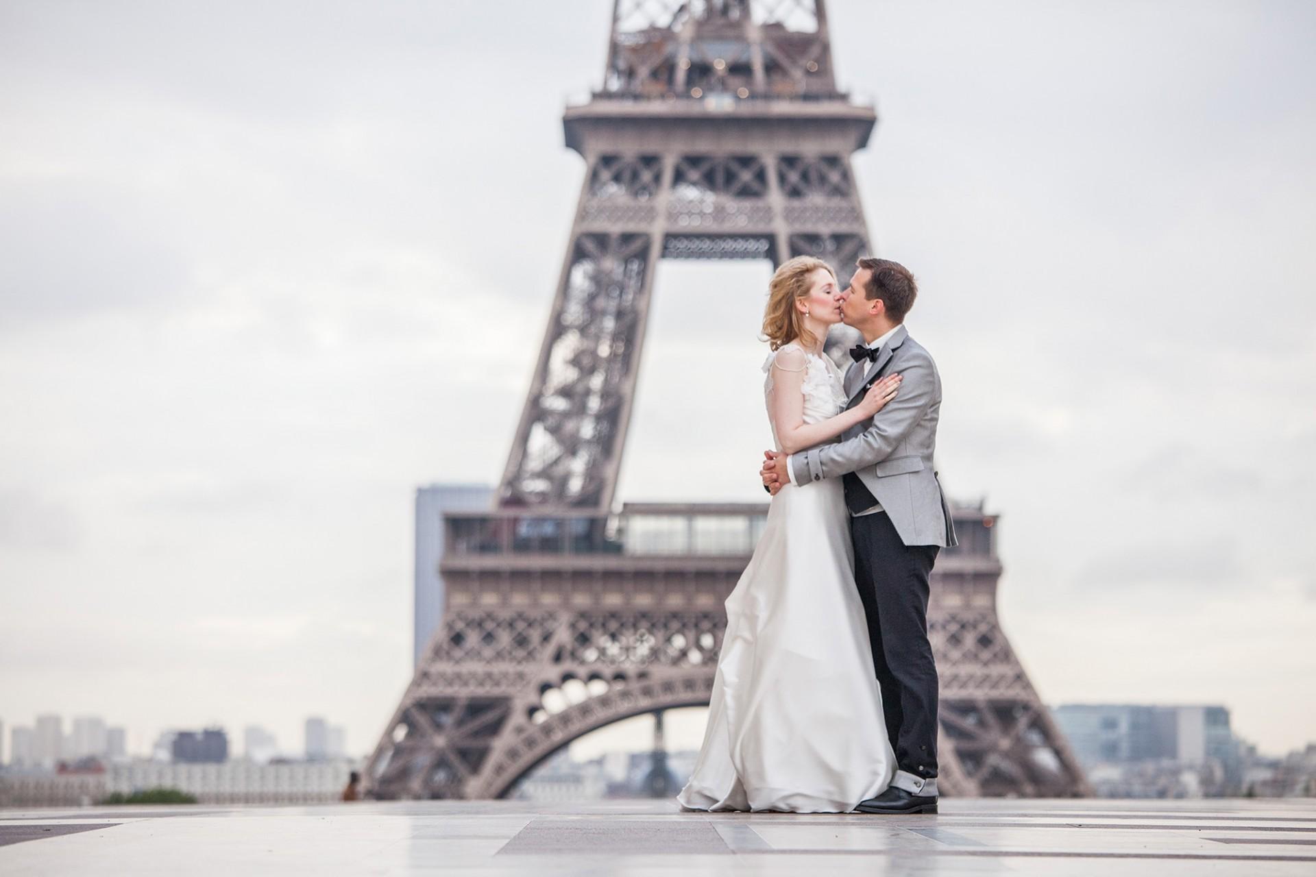 Hochzeitsbilder am Eiffelturm - deutscher Fotograf in Paris