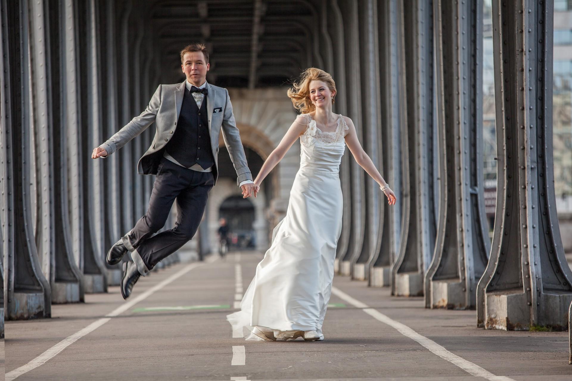 Hochzeits Fotograf in Paris mit Paar in den Flitterwochen