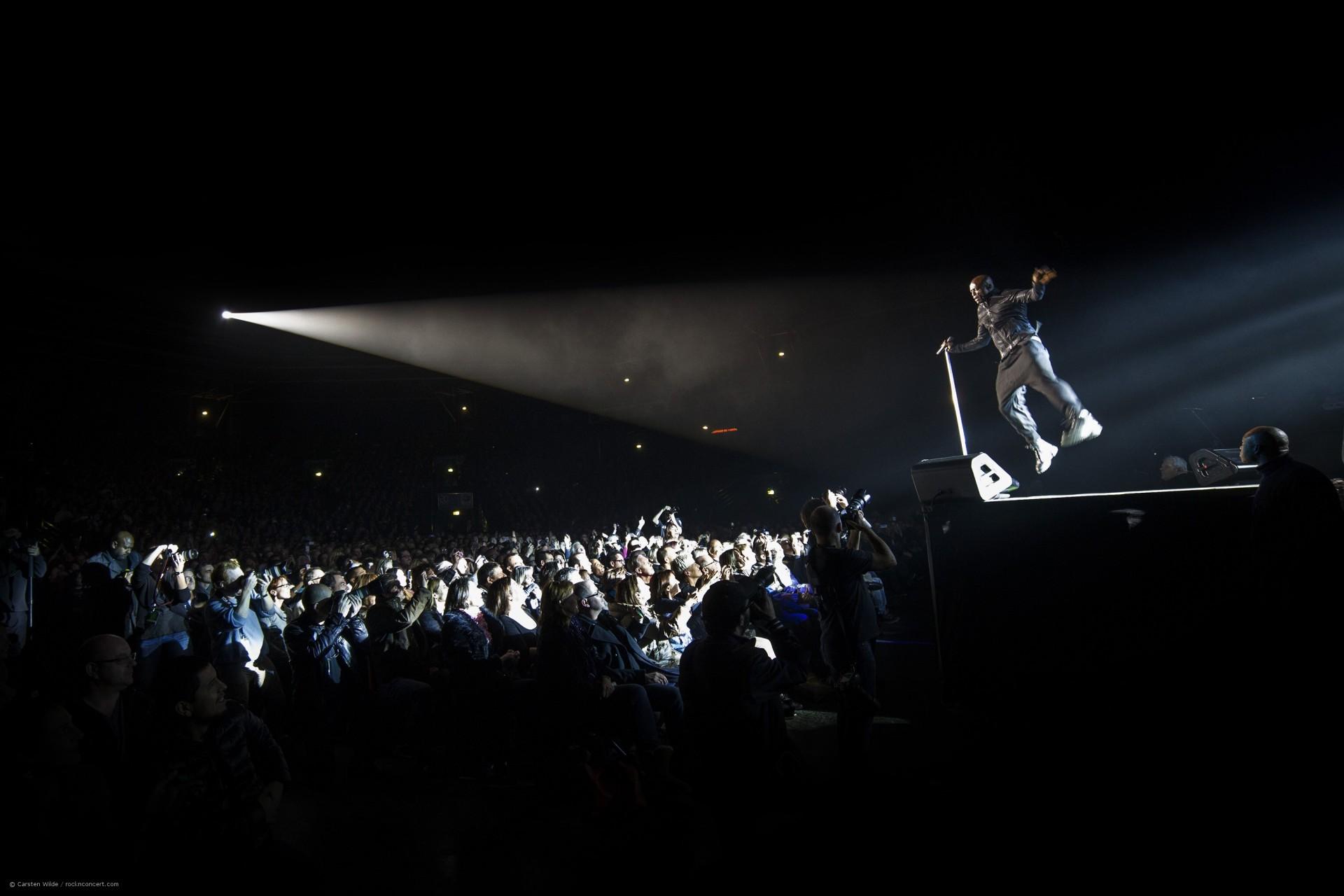 Seal - fliegender Moment bei einem Seal Konzert
