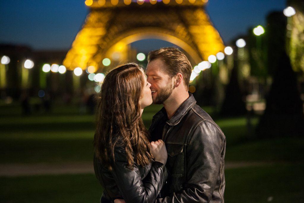 romantische sommernächte in Paris eiffelturm