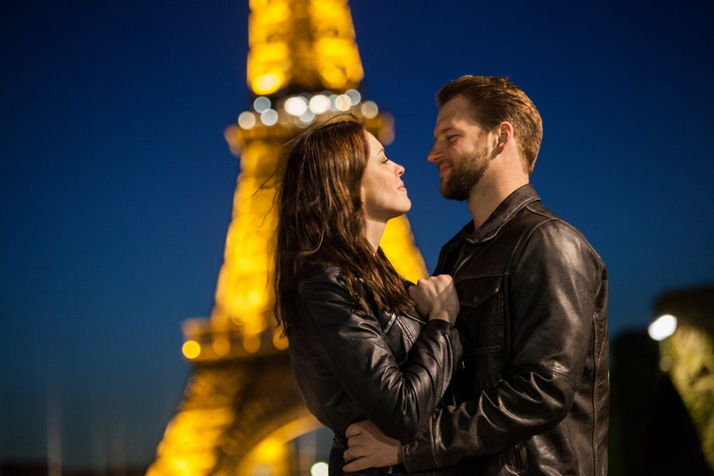 romantisches paris nacht fotoshooting eiffelturm